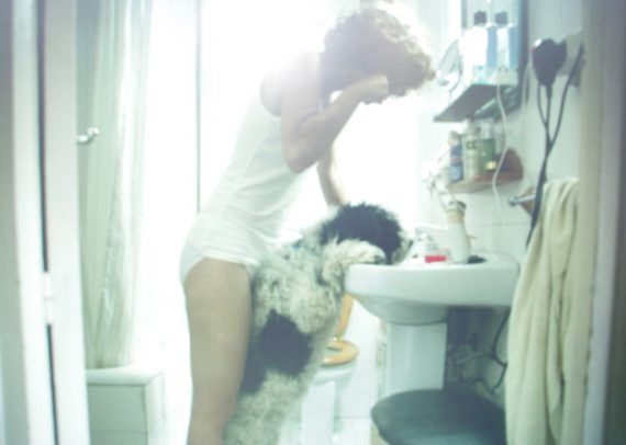 perro_chica_fotografia_cotidiana